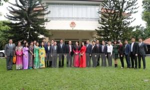 CHỦ TỊCH QUỐC HỘI: thăm cộng đồng người Việt Nam tại Singapore