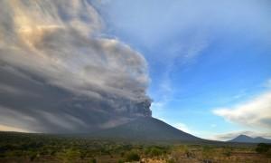 CHÚ Ý: Đại sứ quán Việt Nam tại Indonesia hướng dẫn cách sơ tán khỏi núi lửa khổng lồ Agung