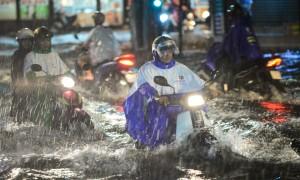 Sẵn sàng sơ tán người khi áp thấp mạnh thành bão ập vào Sài Gòn
