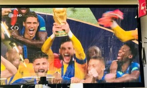 VÔ ĐỊCH WORLD CUP 2018, TUYỂN PHÁP NHẬN HUÂN CHƯƠNG BẮC ĐẨU BỘI TINH