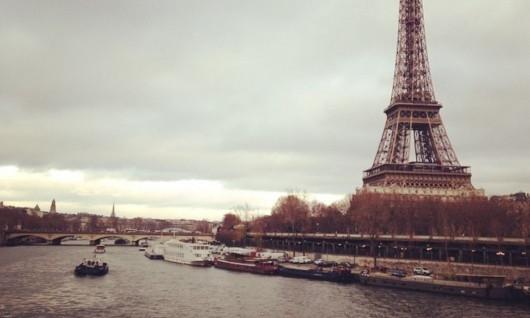 TIN PARIS: NGÂN HÀNG GIỮA ĐẠI LỘ CHAMPS-ELYSEES BỊ CƯỚP VÉT SẠCH 30 KÉT TIỀN