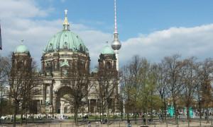 CẦN TÌM MỘT NỮ LÀM VIỆC IMBISS TẠI BERLIN  - LIÊN HỆ: 0174-9633459