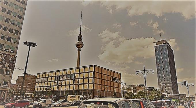CÒN CÓ MỘT MÀN ĐÊM KHÁC Ở BERLIN - Dinh Dung, Berlin