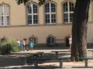16.700 HỌC SINH TẠI BERLIN ĐANG BỊ CÁCH LY