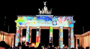 SHOW BIỂU DIỄN BUỒN NHẤT TỪ TRƯỚC TỚI NAY TRONG ĐÊM GIAO THỪA TẠI BRANDENBURG: Không có khán giả!!!